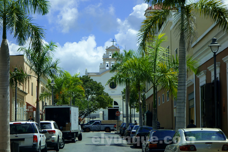 Center of Coamo, view of the plaza and Catholic church